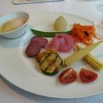 箱根ハイランドホテル ラ・フォーレ - パレットの朝食(野菜が旬なので時期によって異なります)