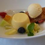 箱根ハイランドホテル ラ・フォーレ - プディングマンゴーとフルーツのスープ