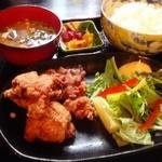 浩太郎丸 - お昼は、唐揚げ定食!(^ー^)ノ今日、初の食事(^◇^