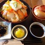 平野鮮魚 - 海鮮丼:800円