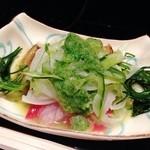 28767753 - 先付 :茄子、胡瓜、玉ねぎなどと丹後産鳥貝の酢の物
