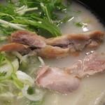 青山学院大学 学生食堂 - 鶏白湯うどん