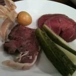 Wine Bar Latino - このあたりから本番のお肉が入ってきます。自家製スモークハム。