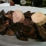 Wine Bar Latino - 猪肉のフォアグラ乗せ。あっという間に平らげてしまい、シェフに「もっと味わって・・・」と言わせてしまいました。