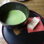 鐘釣温泉旅館 - ドリンク写真:抹茶、和菓子付き