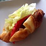 アンソレイユ - 料理写真:チキンとトマトのクロワッサンサンド