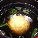 明石玉 十三味 - お出汁に浸かった、たまご焼き