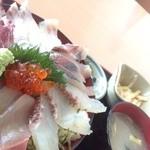 海郷 - 料理写真:とっても新鮮な海鮮丼♪