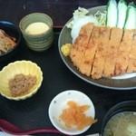 夕日レストラン - トンカツ定食(1500円)