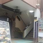 溶岩焼肉ダイニング bonbori - ビルの入口です
