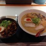 まるげん - 海老とんこつラーメン+チャーシュー丼