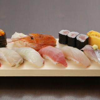 築地より毎日直送の新鮮な魚介類