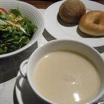 2879248 - スープ、サラダ、パン