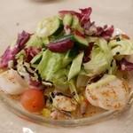 28792759 - 愛媛県産カンパチのカルパッチョと鱧、帆立貝のカレー風味サラダ仕立て (2014,7)