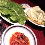 焼肉アリラン - サンチュ、キムチ、焼き野菜