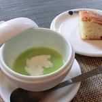ヨンサン - グリンピースの冷製スープ、フォカッチャ