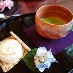 28795928 - いわい餅セット。赤楽のお抹茶茶碗で