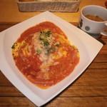 モカカフェ - 厚切りベーコンと炙りチーズのトマトクリームオムライス1080円