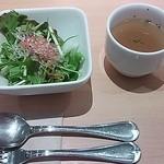 28799429 - サラダ、コンソメスープ