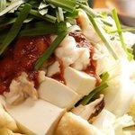 どてや - 「自慢の牛ホルモン鍋」プリップリ小腸と辛味スープが相性抜群!