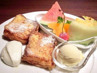 ブランノワール - 季節のフルーツのパンベルデュ 1100円