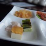 中国料理 カリュウ - リンゴのチーズクリームムースと湯葉とピータンのムース