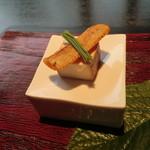 28810530 - 突き出し:燻製豆腐と自家製カラスミ