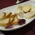 28811552 - チーズ盛り合わせ950円