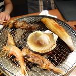 極上炭火海鮮 魚銭 - 焼き一回目!赤海老が美味しいです。