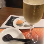 28812343 - キャビア、サーモン、シャンパン
