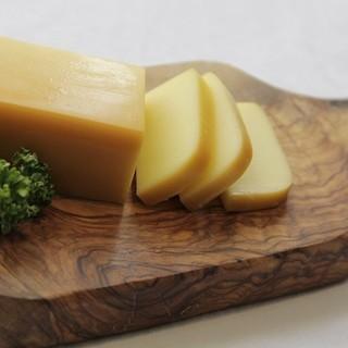 人気NO.1メニュー燻製チーズ