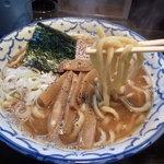 兎に角 松戸店 - 極太やや縮れ麺(ラーメン)