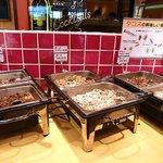 LA SALSA - タコス用の中身の具材。肉単体と野菜と炒めて調理されているものが2種類ずつ計6種類