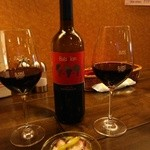 28825867 - 『バビロン マルケ・ロッソ』(ボトル2600円)と『タコとセロリのマリネ』~!サワーチェリーの香りとフルーティーな味わいの赤ワイン~!!\(◎o◎)/!!