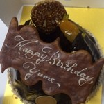 28826870 - 友達の誕生日ケーキ                       クグロフ風のしっとりケーキでした!