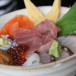葉山港湾食堂 - 海鮮丼