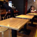 マツノ屋 - カウンター4、テーブル12席