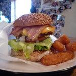 ビッグスマイル - ベーコンチーズバーガー