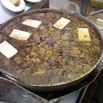 牛めし ふくちゃん - 「ふくちゃん」牛すじ煮込みの大鍋