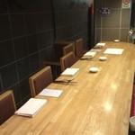 ギンザ タッポ - 4席で半個室のカウンター席