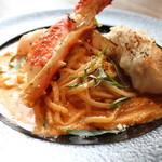 Amite - 焼きタラバガニのトマトクリームパスタ