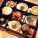 Kagaya - 香り箱(九ッ仕切の料理割子);食事と留椀が付きます @2014/07/05
