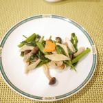 桃花林 - ハーブ豚とまこも茸の炒め