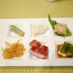 桃花林 - 六種前菜盛り合わせ