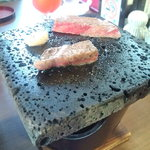 Sutekihausuombashi - 石焼きステーキ。自分で焼きたい人におすすめ。