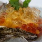 ビストロ ダイア - 口取りの、能登半島輪島の殻付き牡蠣、エゾバフンウニ添えトマトジュレ