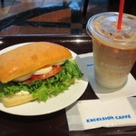 エクセルシオールカフェ - タマゴとベーコンのシーザーサラダ、アイスカフェラテ