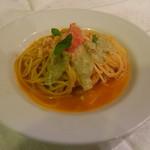 Moga Joga Dining - ランチメニューは日替わりです(写真はズワイ蟹のトマトソース蟹味噌クリームがけ)