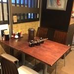 神虎 - テーブル席