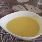 コガノヤ - 料理写真:ランチのスープが運ばれてきました、この日のスープは古賀のスイートコーンを使ったコーンポタージュ、コーンの甘みが楽しめるスープです。